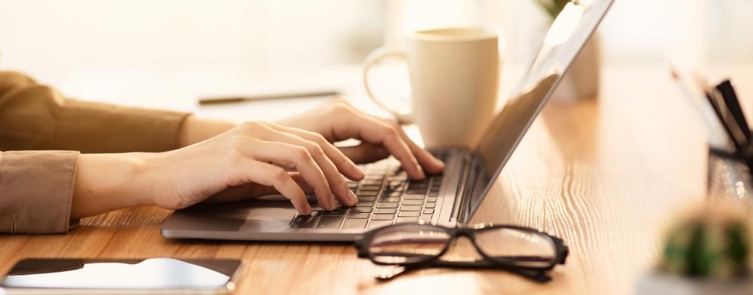 Travailler sur écran: Installez-vous correctement, luttez contre la sédentarité et la fatigue visuelle!