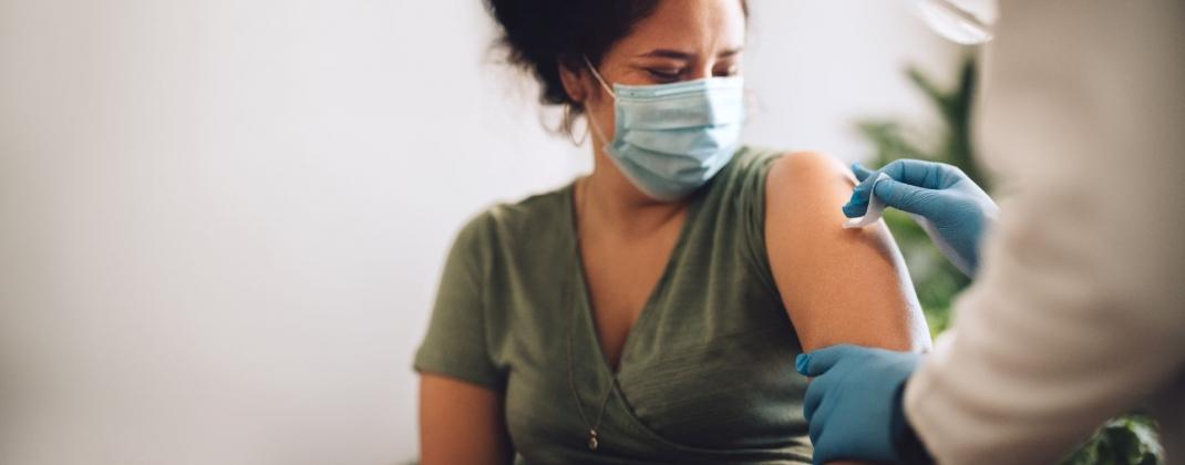 COVID-19 : pour une obligation vaccinale professionnelle appropriée, qui se fonde sur une analyse de risques par le médecin du travail