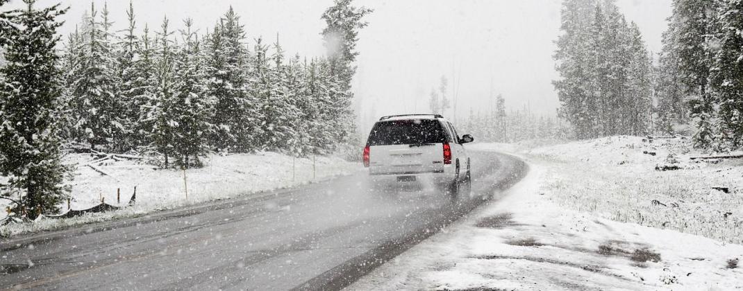 8 conseils pour rouler sur la neige et le verglas
