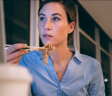 Médecins, infirmiers, livreurs…  Quand et quoi manger lorsqu'on travaille la nuit ? (Partie 2)