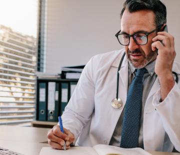 COVID-19 en entreprise : votre médecin du travail, votre interlocuteur de référence en cas de COVID-19 avéré au sein de votre personnel